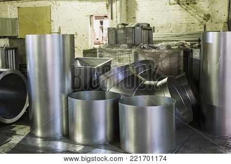 Round steel pipes for construction of ducts of industrial air condition system in manufacturing factory