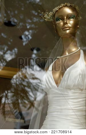 Mannequin a woman bride in wedding dress.