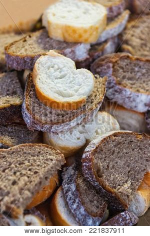 Many bread slices of various made, graham, whole-wheat, white