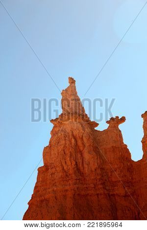 Hoodoo shaped like Queen Victoria silhouetted against the blue sky in Bryce Canyon National Park