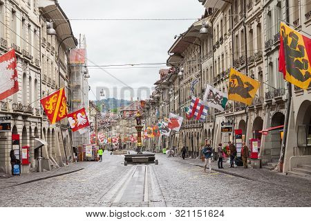 Bern, Switzerland - May 7, 2017: Street View Of Grocers Alley. It Is One Of The Principal Streets In