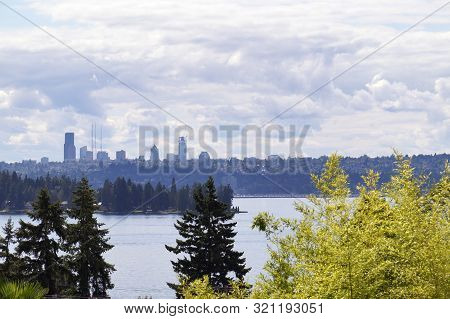View From The Shore Of Lake Waschington In Kirkland. Seattle Panoramas.