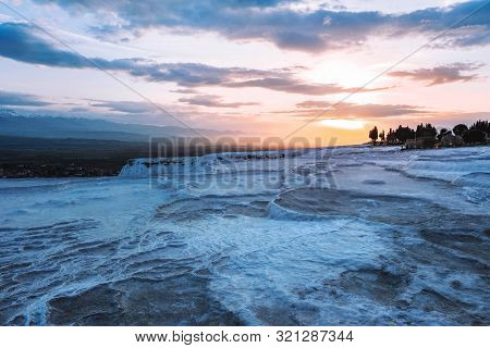 Sunset View Pamukkale Tranvanter Pools At Ancient Hierapolis , Denizli