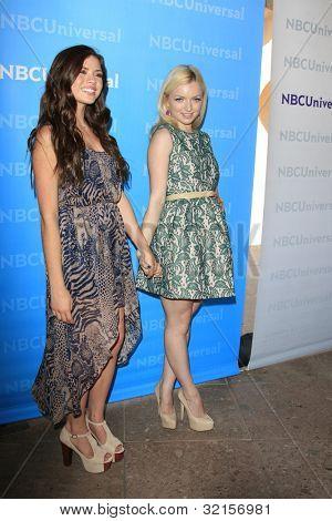 PASADENA - 18 de abril: Morgan Eastwood, Francesca Eastwood no dia da imprensa NBCUniversal verão realizada no