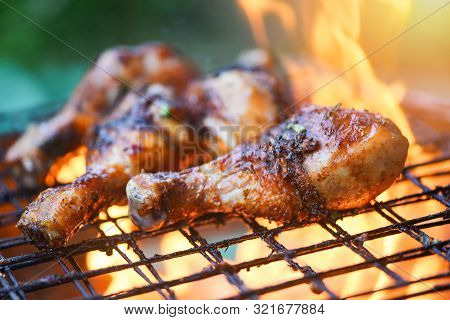 Grilled Chicken Legs Barbecue With Herbs And Spices / Tasty Chicken Legs On The Grill With Fire Flam