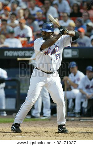 NEW YORK - MAY 20: Carlos Delgado #21 of the New York Mets prepares to hit against the New York Yankees on May 20, 2006 at Shea Stadium in Flushing, New York.