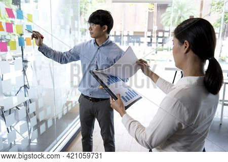 Businessmen And Woman Are Standing He Giving Advice And Brainstorming
