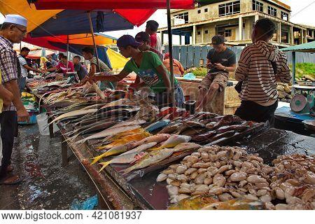 Semporna. Malaysia. Borneo Island. December 04, 2018. An Abundance Of Sea Fish And Seafood On The Sh
