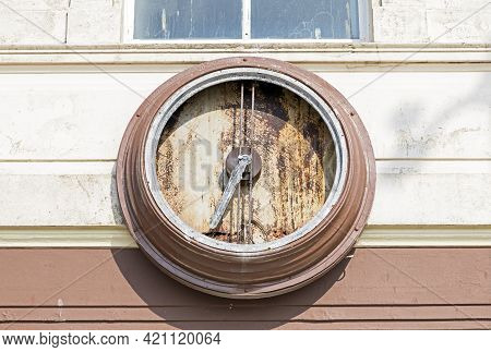 Weston-super-mare, Uk - April 20, 2021: The Remains Of The Clock On The Grand Central Hotel