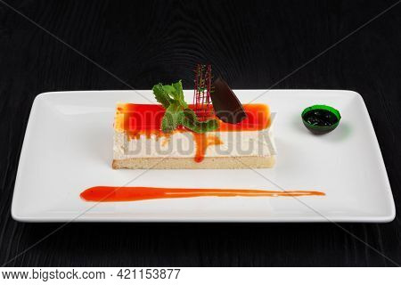 Cheesecake with sauce, caramel chocolate and mint