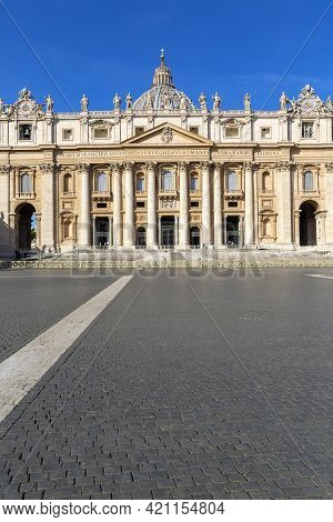 Vatican, Rome, Italy - October 9, 2020: St.peter 's Square With Saint Peter's Basilica. No Tourists