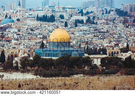 Jerusalem, Israel, 01.01.2018: Panoramic View Of Jerusalem And The Temple Mount. The Dome Of The Roc