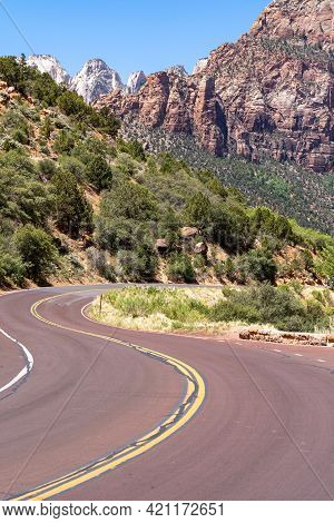Scenic View Of Zion National Park In Utah, At The Zion Mt Carmel Scenic Drive On A Sunny Day
