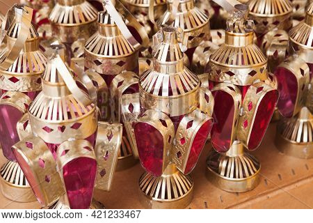 Cheap Traditional Arabic Candle Lamps Stand On A Counter Of A Gift Shop In Aqaba, Jordan