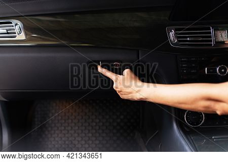 Hand Driver Open Glove Compartment Box In Car For Searching Object