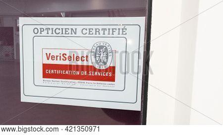 Bordeaux , Aquitaine France - 05 18 2021 : Veritas Veriselect Logo Brand And Text Sign Of Internatio