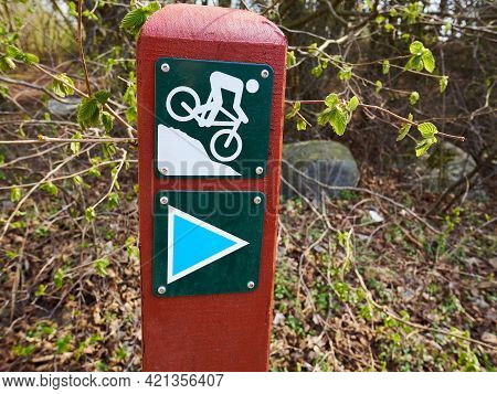 Mountain Bike Trial Sign In Nature Outdoors - Extreme Sports Image With Space For Text And Graphics