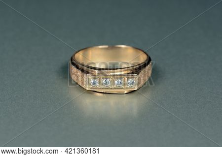 Mens, Womens, Unisex Gold Ring With Cz, Cubic Zirconia Round White Faceted  Gemstones Line Settings,