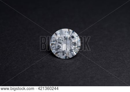 Round Diamond Faceted Cubic Zirconia, Cubic Crystalline Form Of Zirconium Dioxide (zro2) Colorless S