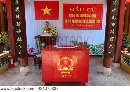 Hoi An, Vietnam, May 23, 2021: Ballot Box Next To The Bust Of Ho Chi Minh In The Dinh Cam Pho Temple
