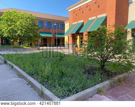 Albertville, Minnesota - May 22, 2021: View Of The Empty, Abandoned Stores At The Promenade Area Of