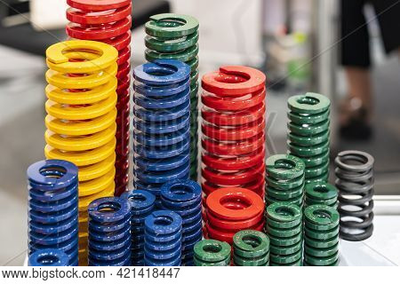 Various Size And Kind Of Metal Coil Spring For Stamping Die Or Injection Mold Such As Red Green Blue