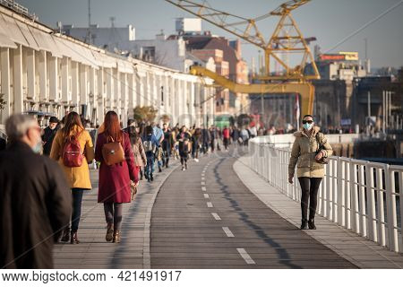 Belgrade, Serbia - March 13, 2021: Woman, Young Girl, Walking Avoiding A Crowd, Keeping Away And Res