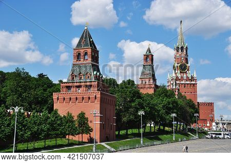 Nabatnaya, Tsarskaya And Spasskaya Towers Of The Kremlin. Panorama Of The Moscow Kremlin. Moscow, Ru