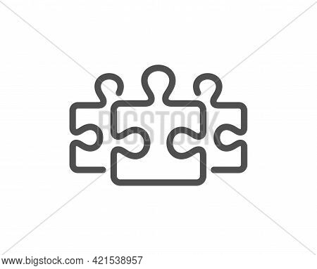Puzzle Pieces Line Icon. Jigsaw Game Challenge Sign. Business Solution Symbol. Quality Design Elemen