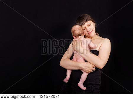 Newborn Baby With Mommy. Love Of A Mother And Baby. Family. Smiling Baby And His Mom. Young Mother H