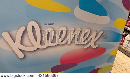 Bordeaux , Aquitaine France - 05 18 2021 : Kleenex Logo Brand And Text Sign Trademark Of Kimberly-cl
