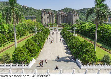 Taipei, Taiwan - Aug 8,2018 : Unidentified People Walking Around Gu Gong National Palace Museum On A