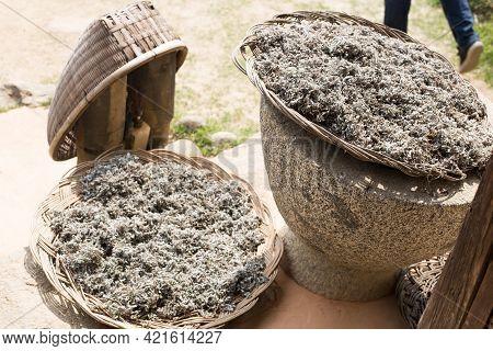 Dried Wormwood Herb Or Chinese Dried Mugwort.