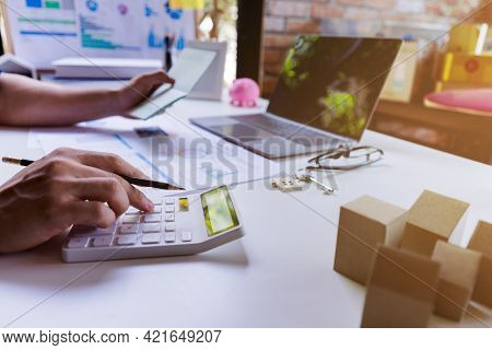 Businessman Or Professional Entrepreneur Calculate Business Profits, Trade Profit, Tex. Business Dev