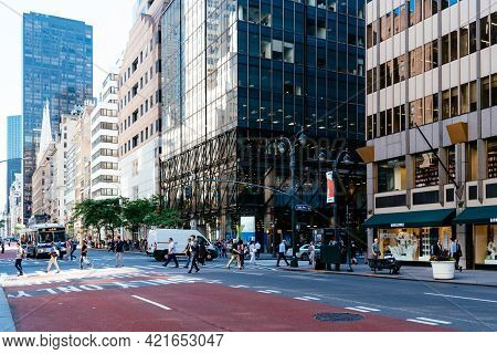 New York City, Usa - June 26, 2018: People Crossing Fifth Avenue In Midtown Of Manhattan. Commercial