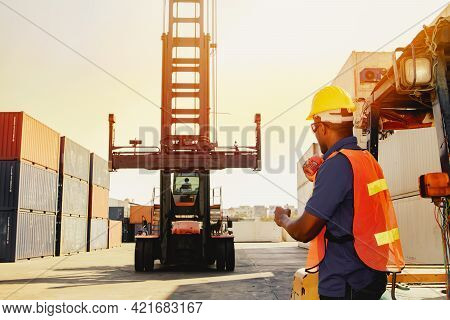 Teamwork, Control Workers Work On Cranes, Loading Intermediate Container Boxes, Ordering Trucks, Mov