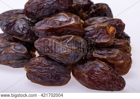 Dried Medjoul Jumbo Dates. Modjoul Is One Of The Noblest Variety Of Dates In The World, Often Called