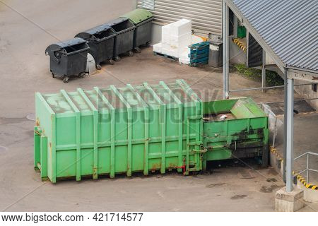 Green Paper Squeezer Container And Garabage Press Machine Recycle Cardboard To Reusable Materia