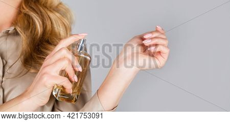 Womans With Perfum Bottle. Beautiful Girl Using Perfume. Woman With Bottle Of Perfume. Woman Present