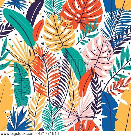 Seamless Hand Drawn Tropical Leaves Pattern. Floral Foliage, Palm Tree Branch. Jungle Exotic Leaves