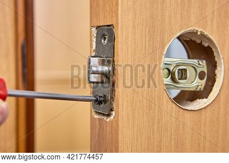 Replacing Door Lock With Handle And Latch With New One.