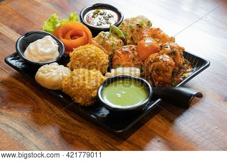 Tandoori Fried Roasted Momos Dimsum Pakora With Vegetable Flower Chicken And Green, White And Red Sa