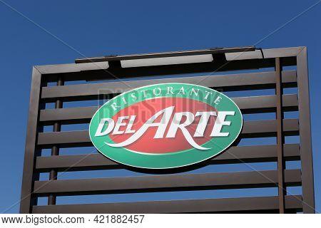 Villefranche, France - March 15, 2020: Pizza Del Arte Logo On A Building. Pizza Del Arte Is A French