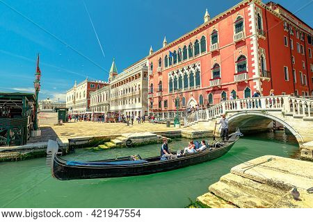 Venice, Italy - May 9, 2021: Saint Mark Square With Doges Palace. Gondola Boats With Tourists On Tou