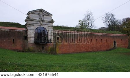 Old Lublin Gate (brama Lubelska) Of Fortress In Zamosc, Poland. Ancient Fortification Brick Wall.