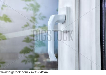 Double Hung White Vinyl Window Made Of Aluminum Profile And Plastic, With Double Glazing And Mosquit