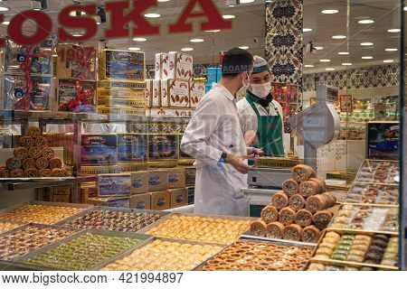 Turkey Istanbul 2021-03-05 Seller Of Traditional Turkish Sweets Baklava And Lokum In Uniform