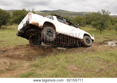 White Mazda Bt-50 4X4 3L