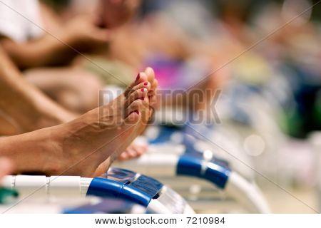 Feet_of_a_sunbather
