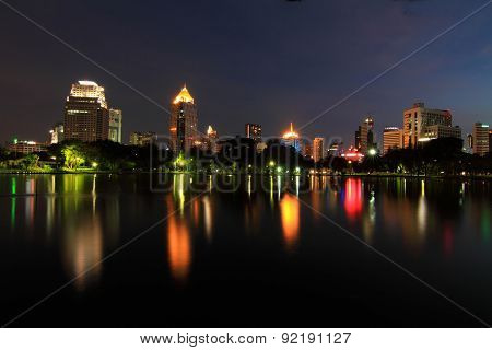 night time at the lake in the city